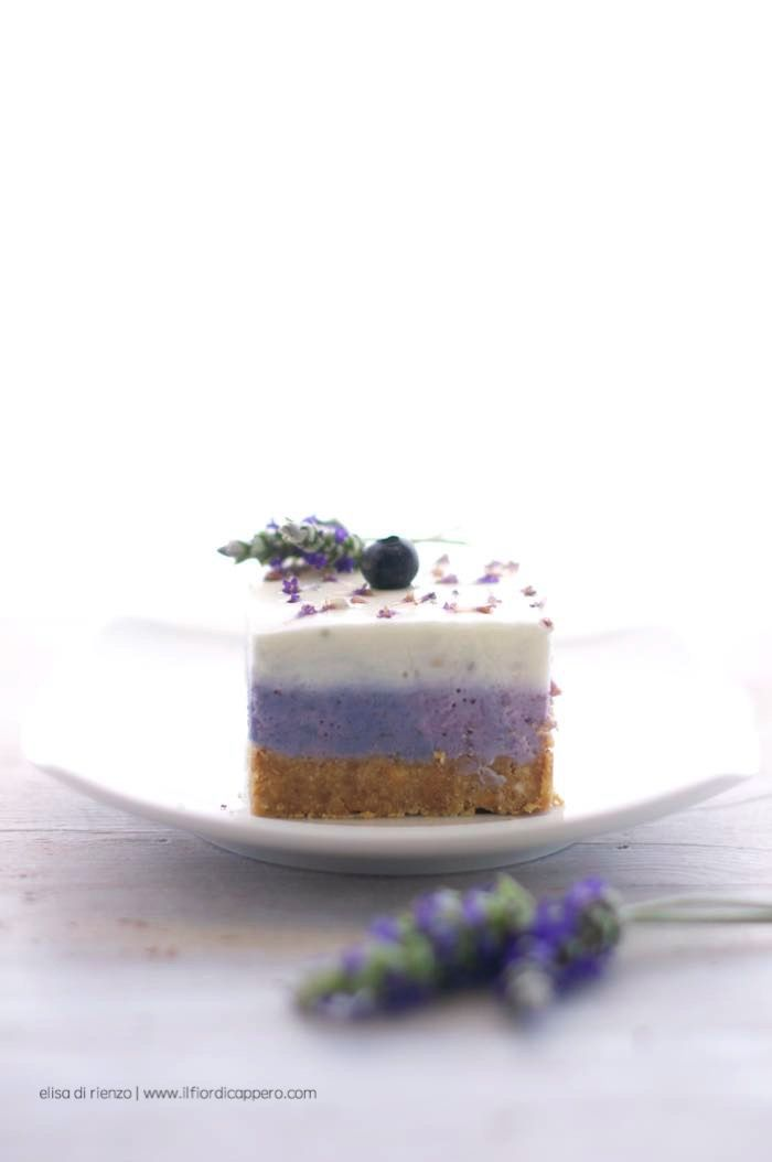 cheesecake ai mirtilli e lavanda