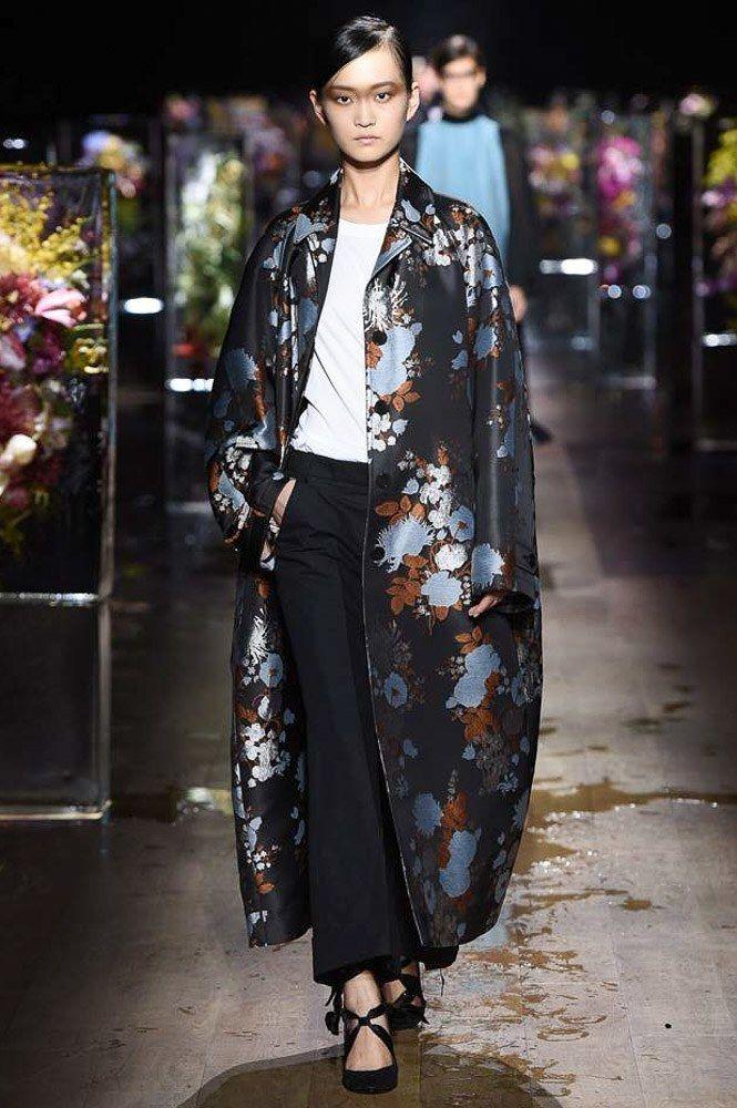 Dries Van Noten Spring 2017 Ready-to-Wear Collection Photos - Vogue