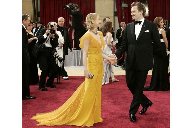 ミシェル・ウィリアムズ レッドカーペットに美しく映えるマスタードカラードレス。