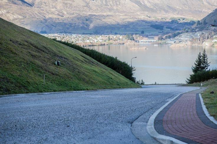 Suburban Road - Queenstown - MiddletonRoad, Wet sharp corners with gravel & steep hills