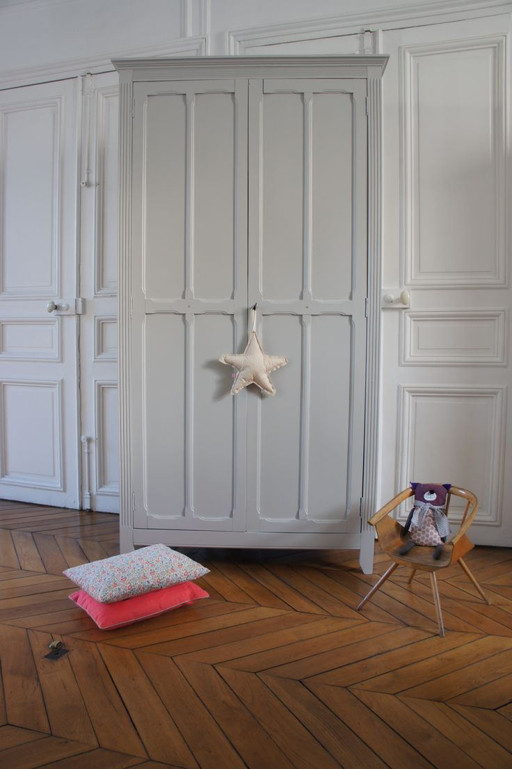 Armoire parisienne. Gris perle.