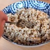 Fluff the barley with a fork and enjoy!