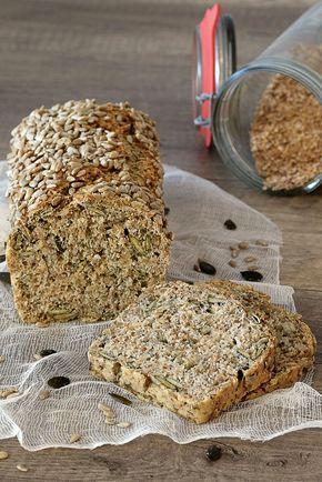 To przepis na banalnie prosty chleb z ziarnami, z którym poradzi sobie każdy. Mięciutki, zwarty i dosyć ciężki. Idealny ze świeżym masłem.