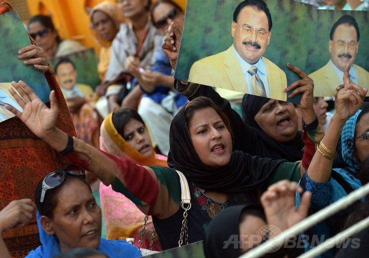 パキスタン・カラチ(Karachi)で、ロンドン(London)で逮捕された野党・統一民族運動(Muttahida Qaumi Movement、MQM)の指導者アルタフ・フセイン(Altaf Hussain)氏の釈放を求める抗議集会に参加する人々(2014年6月3日撮影)。(c)AFP/Rizwan TABASSUM ▼4Jun2014AFP|パキスタン野党指導者、英国で逮捕 地元で大規模な抗議集会 http://www.afpbb.com/articles/-/3016743