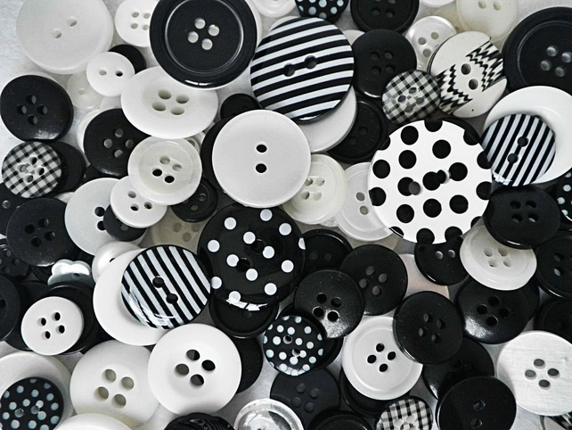 100g mixed black, white spots and stripes button mix