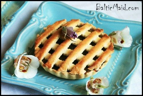 tarte aux bananes - http://www.balticmaid.com/2011/07/tartes-aux-bananes-banana-tartlets-from-mauritius/