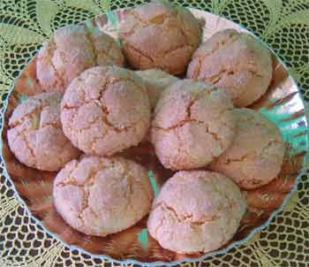 Amaretti Cookies made in Sardinia with sweet almonds and for an authentic flavor and taste bitter almonds are used in small quantities.