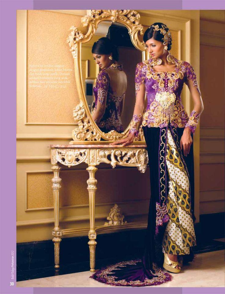 #kebaya #tradisional #bludru #modern #nenglina #pengantin #arifsusanto #ungu #emas #velvet  . Kebaya Pengantin bludru / velvet dengan France lace by NengLina Kebaya Bandung 08122369878 ( pesan )