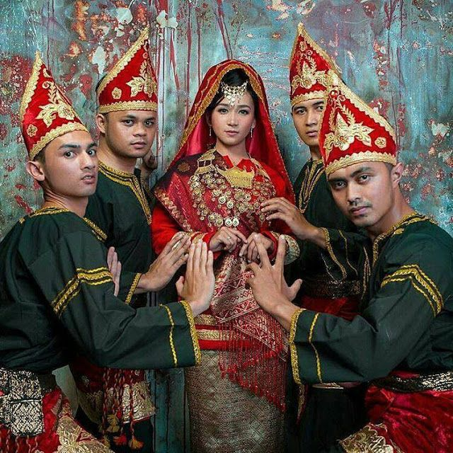 Sewa Baju Padang Pengantin Padang Di Jakarta Hubungi Telepon 0852 1171 1318 Atau 0812 9704 6330 Sanggar Minang Di Jakarta Sewa Baju Minang Sewa Baju Kurung Sewa