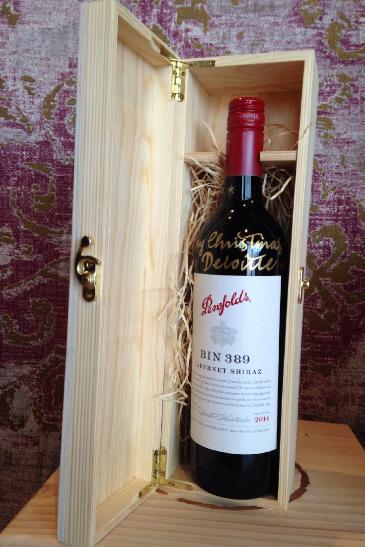 CORPORATE GIFT IDEA | Calligraphy on your client's favourite wine. Makes a lovely and memorable gift