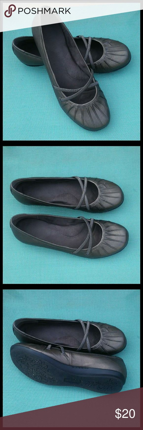 Bare Traps Wear Ever Comfort Shoes PRICE FIRM Wear Ever Memory Foam Comfort Flat Shoes  *  Elastic crossover bands  *  Pleated design on toe  *  Comfort foam insole   *  Pewter color   *  Size 9M  ***NOTE*** Worn twice. Shows slight wear, but in excellent condition. Box is torn, but will include for storage purposes.   Comfort shoes  Baretraps   Bare traps   Comfort flats   Comfort foam shoes BareTraps Shoes Flats & Loafers