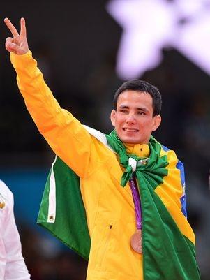 O brasileiro Felipe Kitadai, 23 anos, parece ainda não ter acreditado em seu feito. Neste sábado, o judoca conquistou a primeira medalha do Brasil nos Jogos Olímpicos de Londres 2012: o bronze na categoria para atletas de até 60 kg.