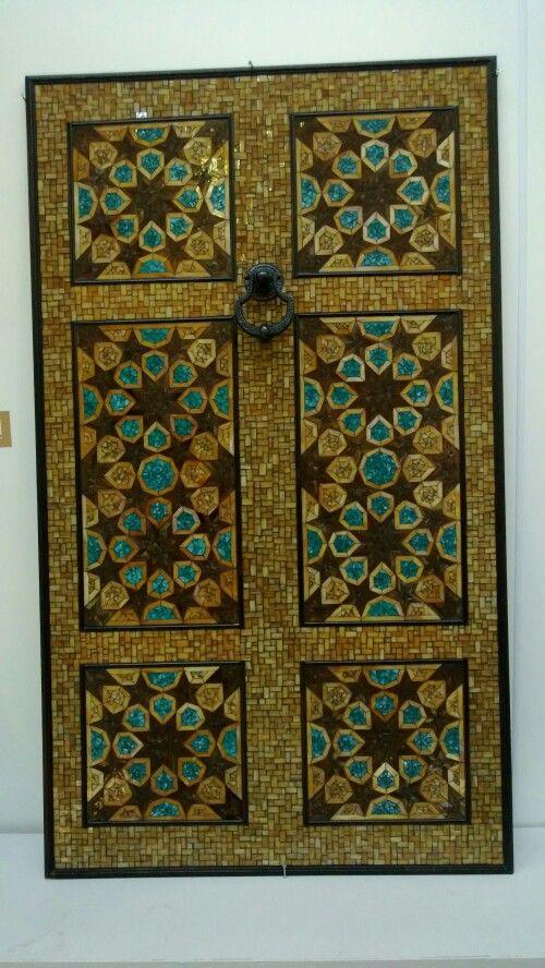Mozaik kapı.  Sergi için ekip çalışması ile yapıldı.