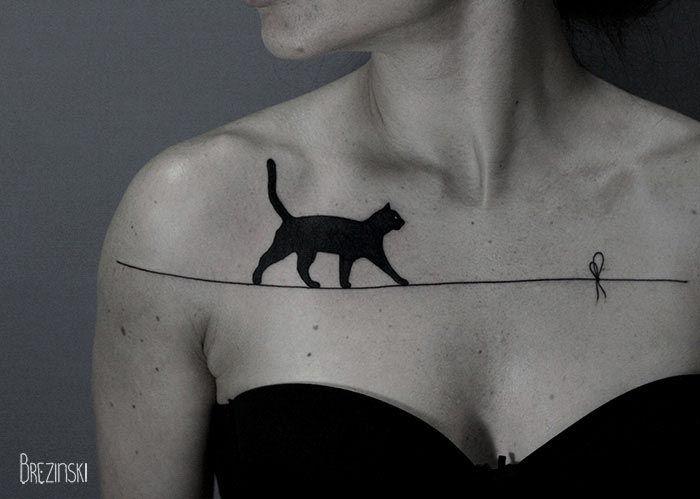 Eine Katze auf der Leine als Tattoo