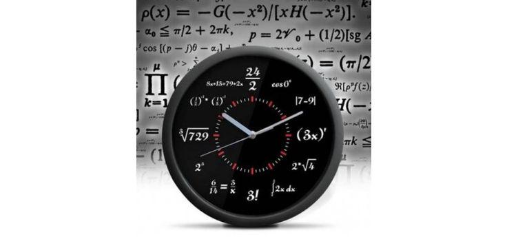 Un ceas negru, cu formule matematice, realizat din acryl. Este inedit si va arata foarte bine in orice casa. Are diamentrul de 30 cm.