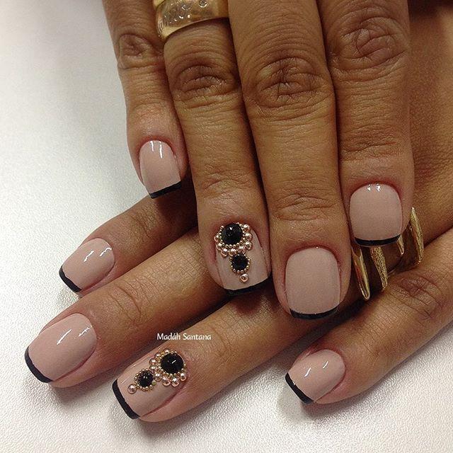 Nails #linha #Nude #pedrarias #mimo #dicasdeunhas #madahsantana #manicure #nailart #naoéadesivo ❤️