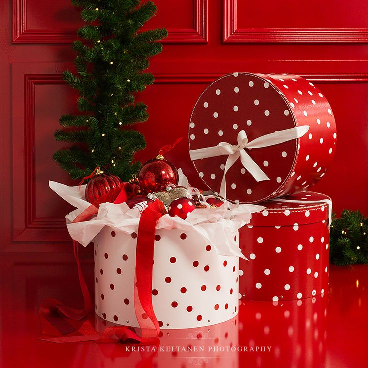 Take an old cookie or popcorn tin and wrap the lid and base with wrapping paper then use for homemade gifts
