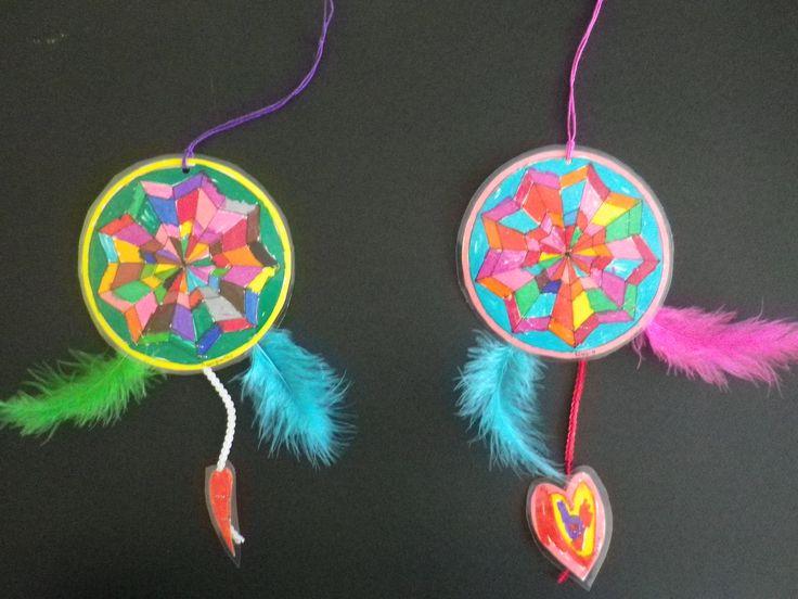 Mandala από την Ινδία χρώματα φανταστικά της αγάπης φύλακες βελούδινα φτερά. Έχουνε πάνω τους κλειδιά της πόρτας των ονείρων ανοίγουνε και κλείνουνε να μπούνε μέσα αφήνουνε αγάπη , γέλια και χαρά κ...
