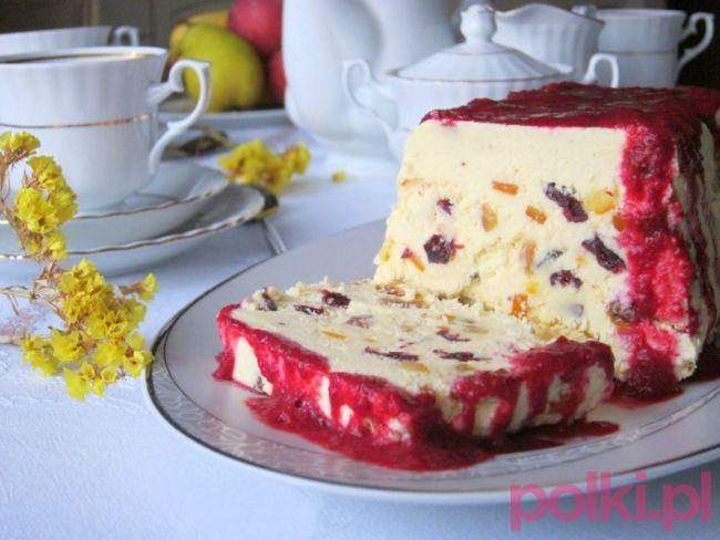 Pascha wielkanocna - przepis video. Zobacz przepis na wielkanocną paschę - tradycyjny smakołyk, który musi się pojawić na Wielkanoc! Sprawdź!