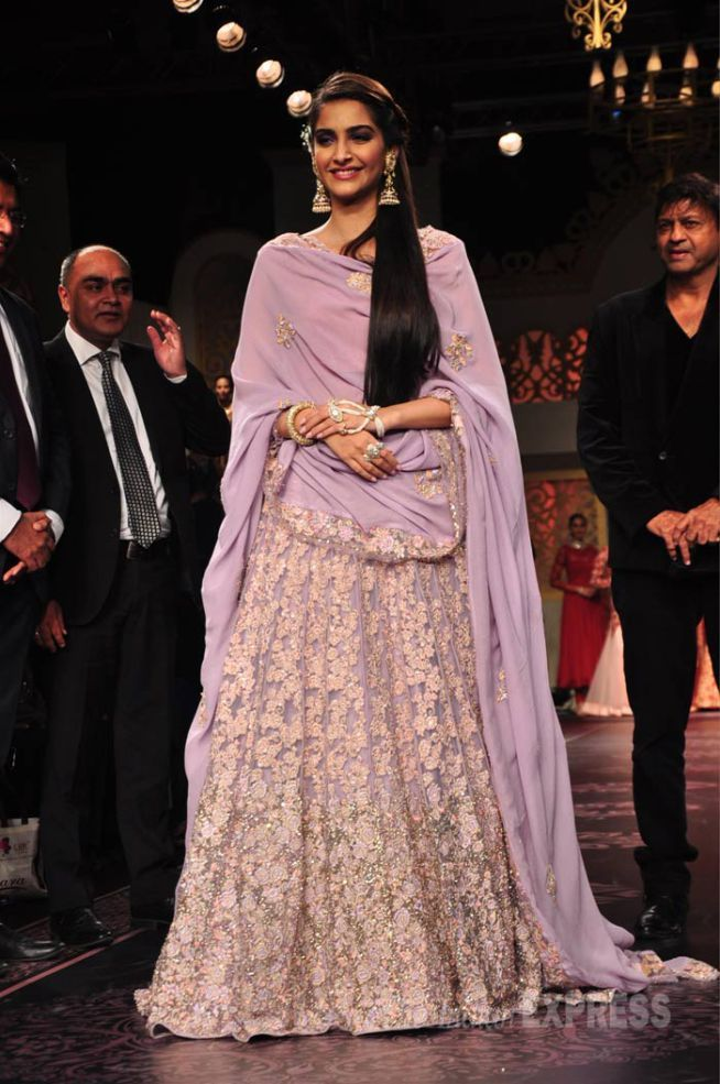 Sonam Kapoor at the India International Jewellery Week 2015. #Bollywood #IIJW2015 #Fashion #Style #Beauty