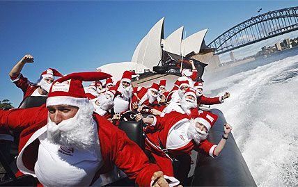 Santas take to the water in style!