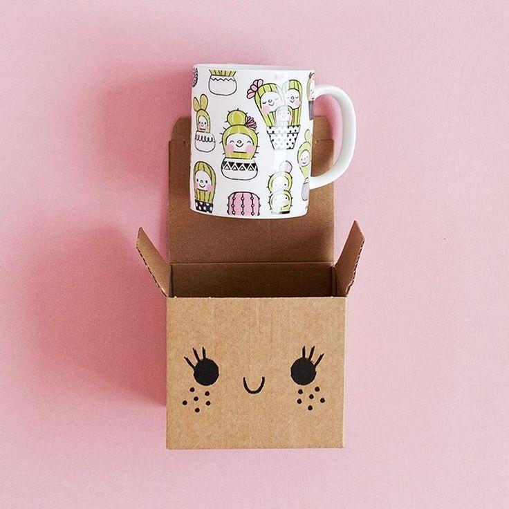 Buenos días! Las cosas bonitas y hechas con amor nos hacen la vida un poquito más agradable. Nuestras tazas felices que viajan en sus cajas felices están preparadas para convertirse en vuestra compañera inseparable, siempre preparada para sacarte una sonrisa. Las tienes en www.charucashop.com