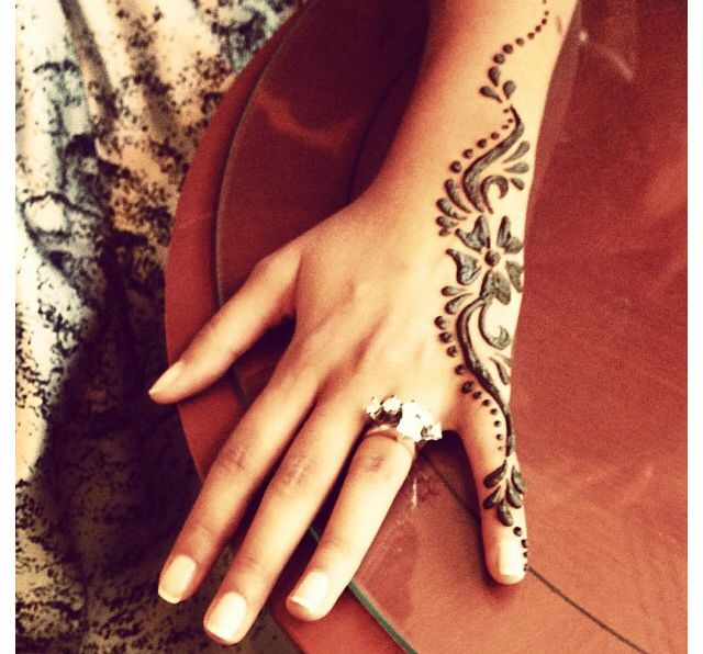 Henna design but would look good as a permanent tattoo