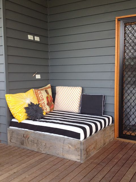 diy outdoor day bed for the back porch!!!! DOING THIS!
