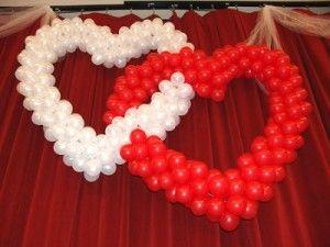 Globos con forma de corazones entrelazados