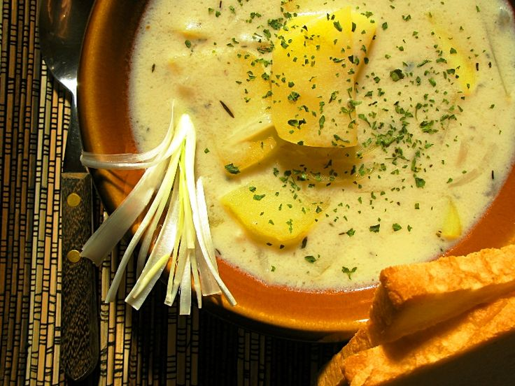 Přinášíme 5 vybraných a osvědčených receptů na česnečku. Každý z těchto receptů na česnečku je originál a kulinářský poklad, který u vás doma rodina zaručeně ocení. Recepty vyzkoušejte a podělte se o svůj gurmánský zážitek.