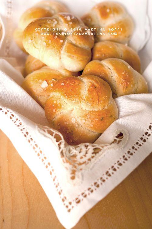 Roselline di pane aromatico alle erbette - Trattoria da Martina - cucina tradizionale, regionale ed etnica