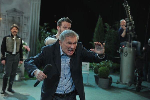 Reżyser Jan Englert podczas próby (fot. Jan Bogacz)