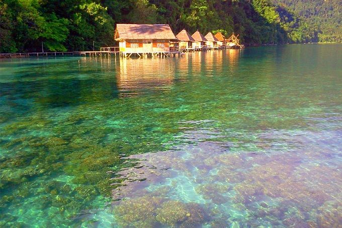 Ora Beach Resort, penginapan favorit nan eksotis di Pantai Ora.
