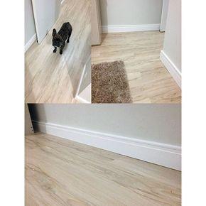 PISO LAMINADO VINÍLICO ou PVC O Piso laminado de PVC sai em frente ao piso laminado tradicional nos seguintes aspectos: | 100% a prova d'água | Pode ser lavado e é de fácil manutenção | Isolamento acústico superior ao laminado tradicional | é anti risco e tem alta resistência à impactos | instalação rápida e limpa | Térmico | Material leve | Pode ser instalado sobre concreto pisos cerâmicos porcelanatos e etc! No quesito preço são bem semelhantes.. Vale a pena conferir pelo custo benefício…