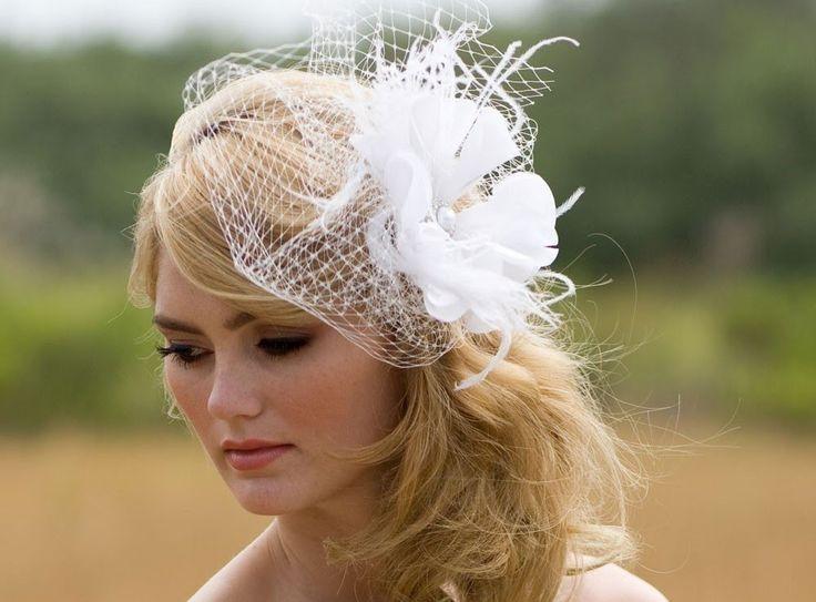 Свадебные прически со шляпками и вуалетками