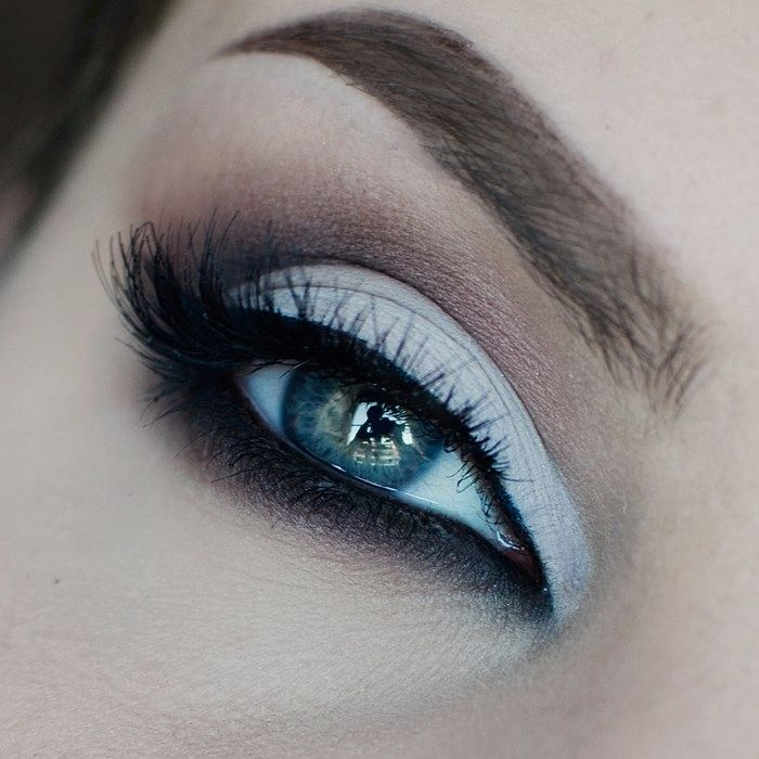 Stunning classic 'Corrupt' look by Havsvind using Makeup Geek's Corrupt, Last Dance, and Peach Smoothie eyeshadows.