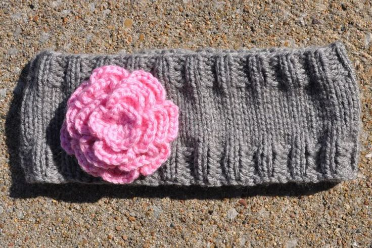 A simple headband/ear warmer with pattern sizes for kids and adults. Super easy to knit for a beginner!