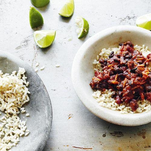 Vegetarische chili met zwarte bonen en kidneybonen - recept - okoko recepten