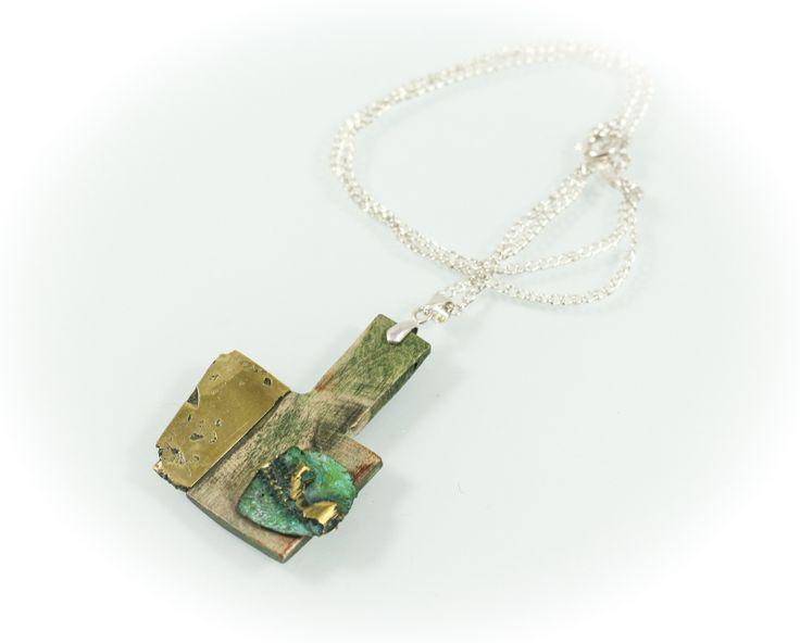 Frail portrait pendant, yew wood/bronze/silver, 3,5 cm. www.leontinpaun.ro Buy online - www.fine-art.ro