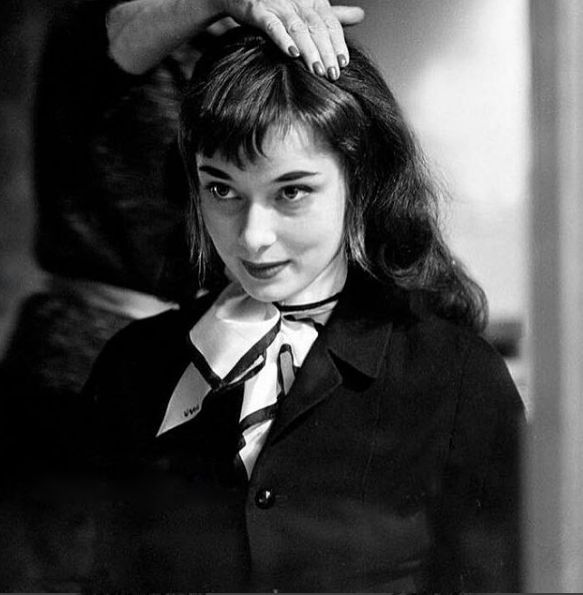 Trying Wig For A Scene In Roman Holiday 1953 Ludzie