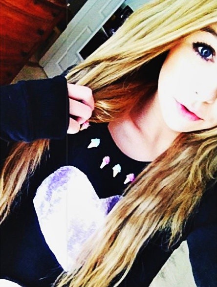 Acacia Brinley Clark can I have your face? she's stunning