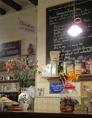 La Nena: cafeteria de Gràcia per gaudir de cafès, pastisseria tot artesanal.... amb molt bon gust! Una granja de sempre però posada amb els gustos d'avui en dia!