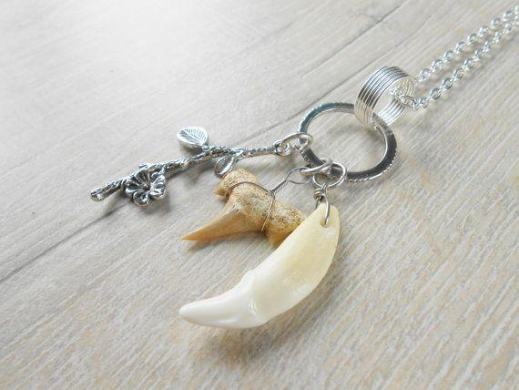 Collier pendentif dent de requin et dent de coyote par KatLouBijoux