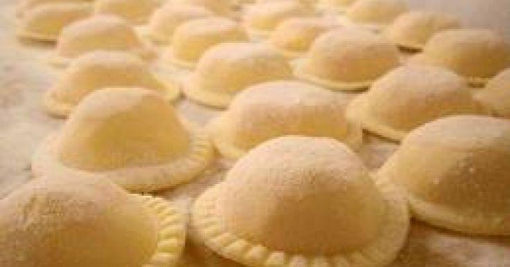 La pasta rellena nos acerca a una gran variedad de sabores y formatos. Podemos encontrar en el mercado ravioles, sorrentinos, agnolottis, ca...