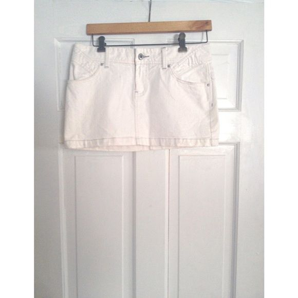 Armani White Embriodered Denim Skirt Beautiful Armani premium denim skirt with floral rose embroidery across the back above the pockets. This skirt is gorgeous and is online for 140.00 right now. I am obsessed with it but it's way too small. Offers and bundles welcome. Armani Exchange Skirts