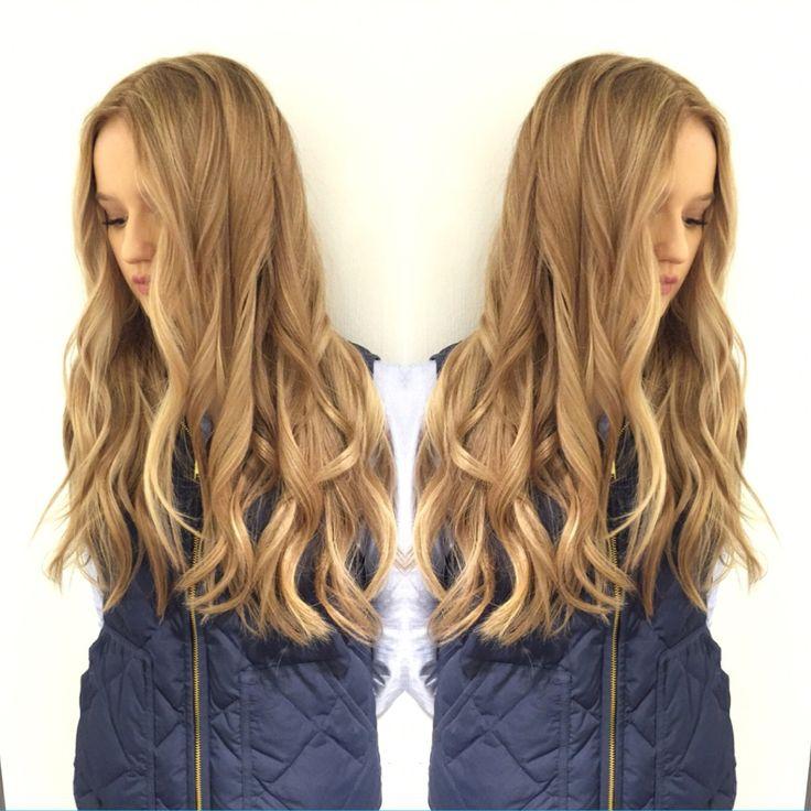 Follow me on insta for daily hairpictures; lottemyrseth #blonde #longhair #curls #warmblonde #wellahair #babe #twinpic #twin #olaplex #olaplexnorway #olaplexno
