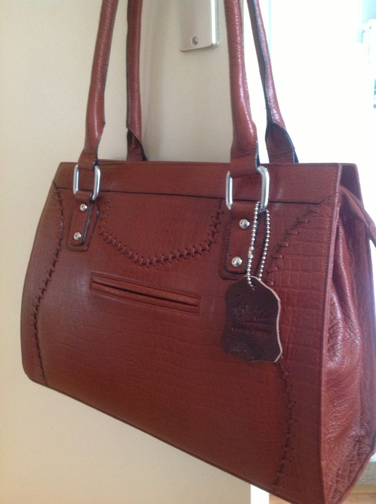 Professional Leather bag for ladies who like it simple and traditional styles.