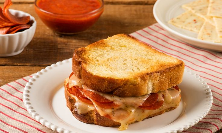 Grilled to perfection is @sargentocheese's Italian Pepperoni Grilled Cheese that is great for lunch, dinner or a late-night snack!
