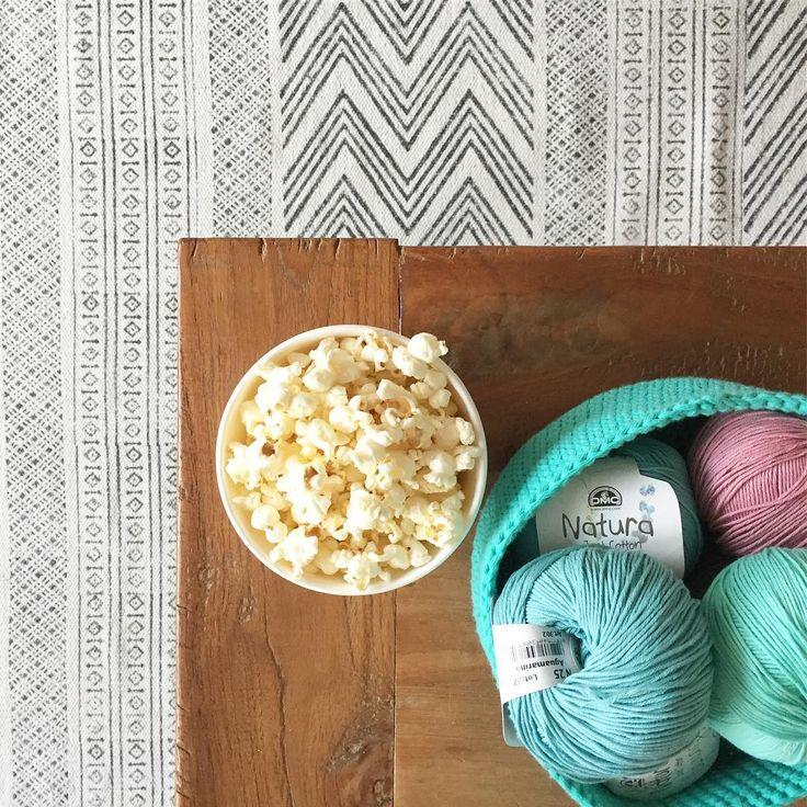 Time for popcorn, crochet and movie (even if the little one in the house is the one choosing and we have watched it already 500.000 times 😂). Do you have a better plan for this cold Sunday afternoon? 🍿 🍿 🍿  Tarde de palomitas, crochet y peli (incluso si es el peque de la casa el que la elige y ya la hemos visto 500.000 veces 😂) Tenéis un plan mejor para esta tarde fría de Domingo? 🍿 🍿 🍿 . . . . . #mitxoko #mitxokocraft #movienight #crochettime #yarn #yarnaddict #popcorn #naturadmc…