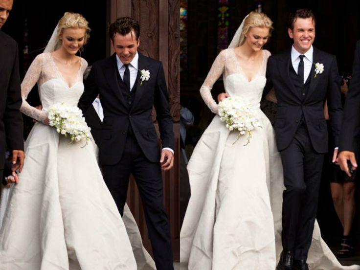 Carol Trentini está na lista da Vanity Fair das noivas mais estilosas dos últimos anos. A top se casou com Fabio Bartelt em 2012 com um vestido tomara que caia e bolero de seda, assinado pelo estilista belga Olivier Theyskens.